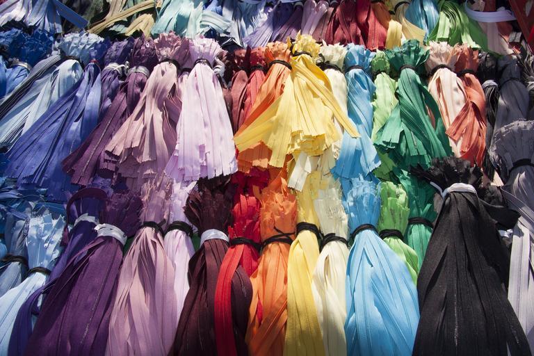 barevné zipy
