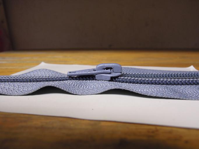 šedý zip