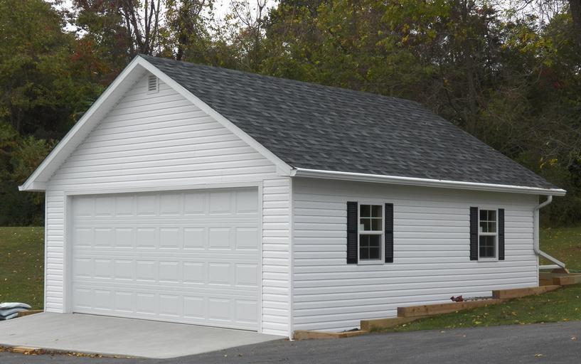 samostatná bílá garáž